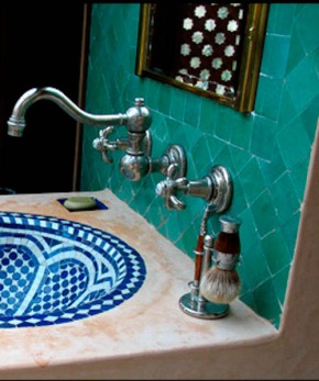 A discovery for the Moroccan style bathroom