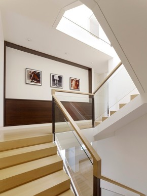 Creating a home gallery in your staircase